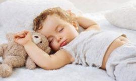Quando posso deixar o bebê dormir sozinho no quarto?