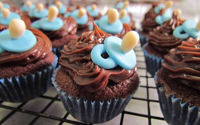 Lembrancinha de maternidade cupcake chocolate
