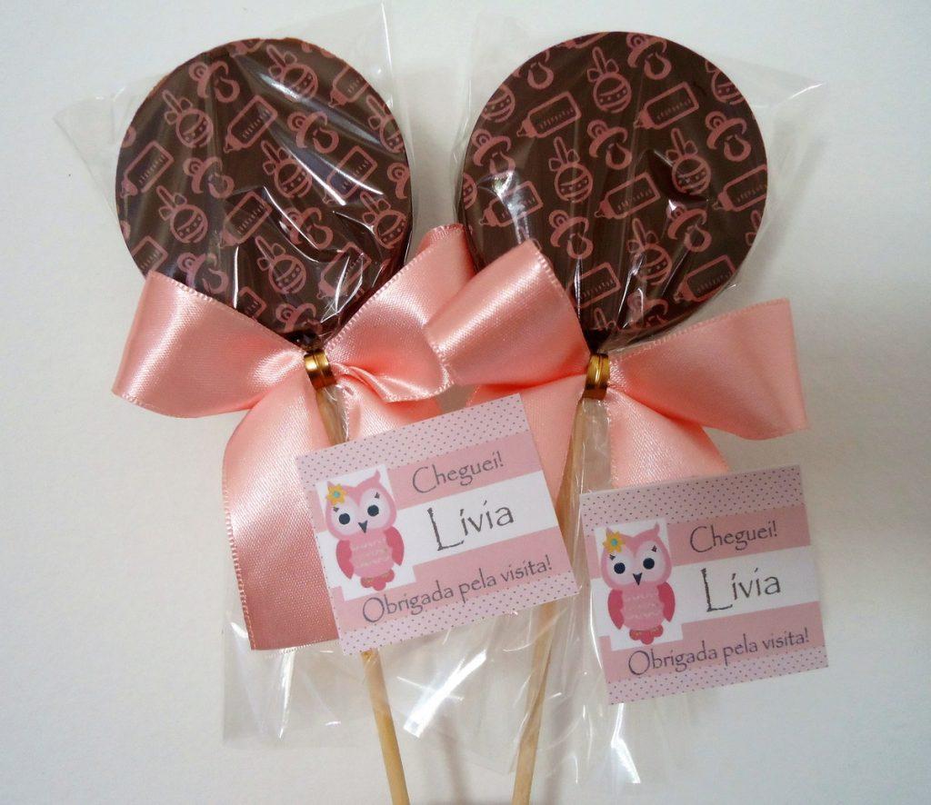 Lembrancinha de maternidade pirulito de chocolate