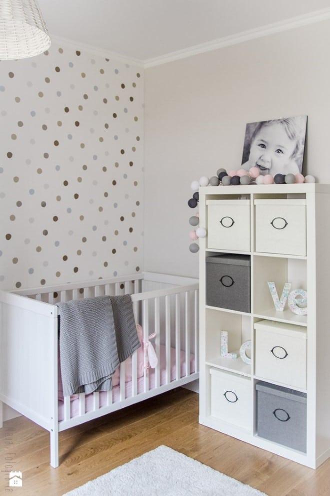 caixa de madeira decorada para quarto de bebe