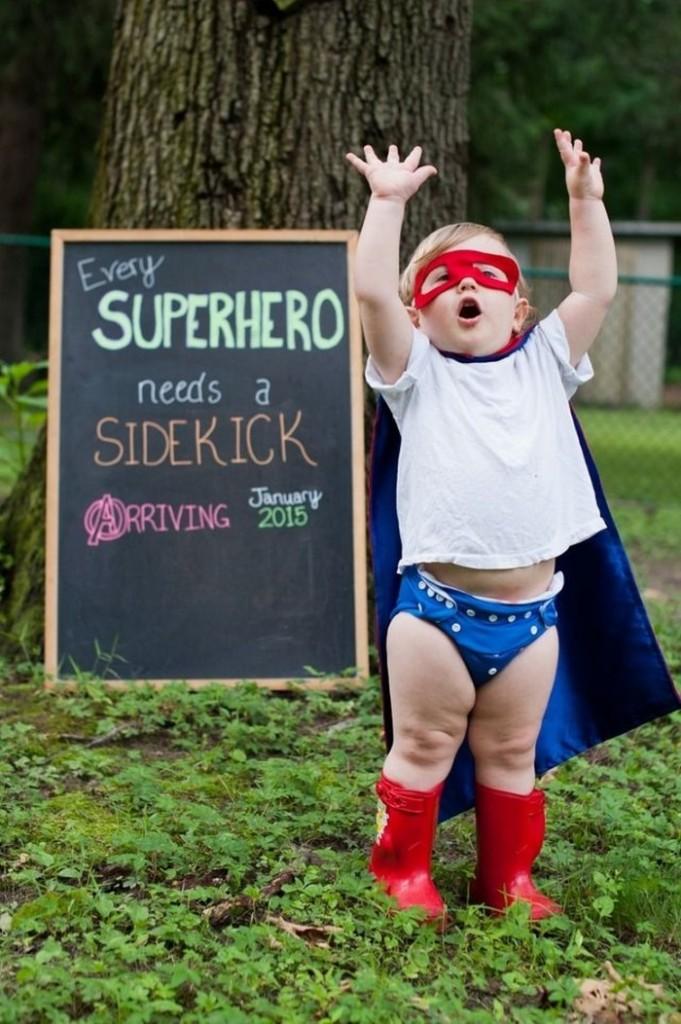 """""""Todo super-herói precisa de um ajudante. Chegando em janeiro de 2015."""""""