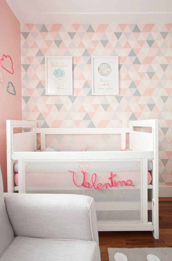 quarto bebe decorado com papel de parede
