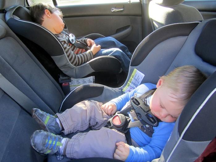 Beb pode dormir na cadeirinha for Asiento para bebe auto