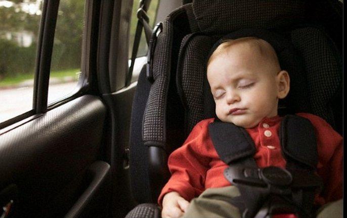 bebê pode dormir na cadeirinha