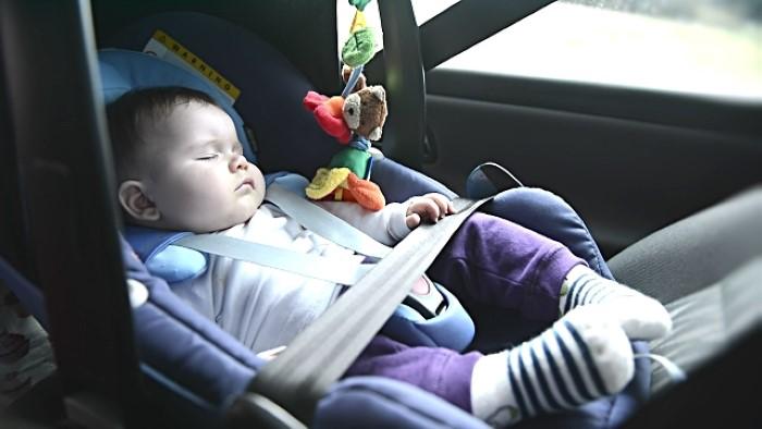 Bebê pode dormir no bebê conforto