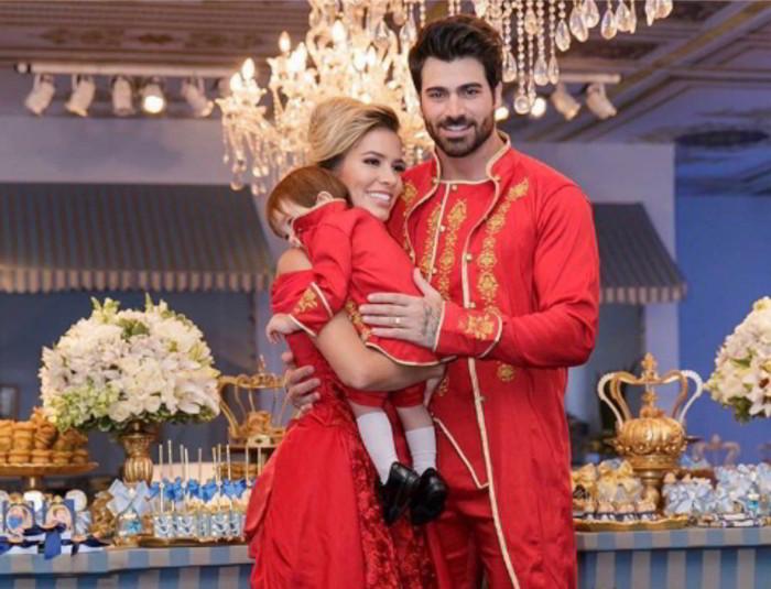 You are currently viewing Ex BBB's Adriana e Rodrigão fazem aniversário de 500 mil para filho