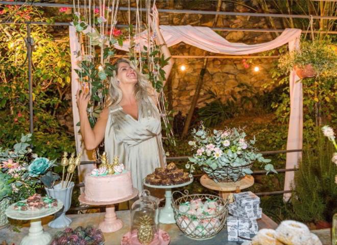 You are currently viewing Karina Bacchi faz chá de bebê Revelação surpreendente