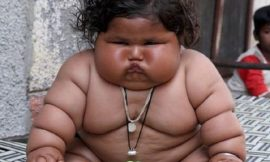 Bebê indiana de 8 meses pesa 17 quilos e surpreende médicos