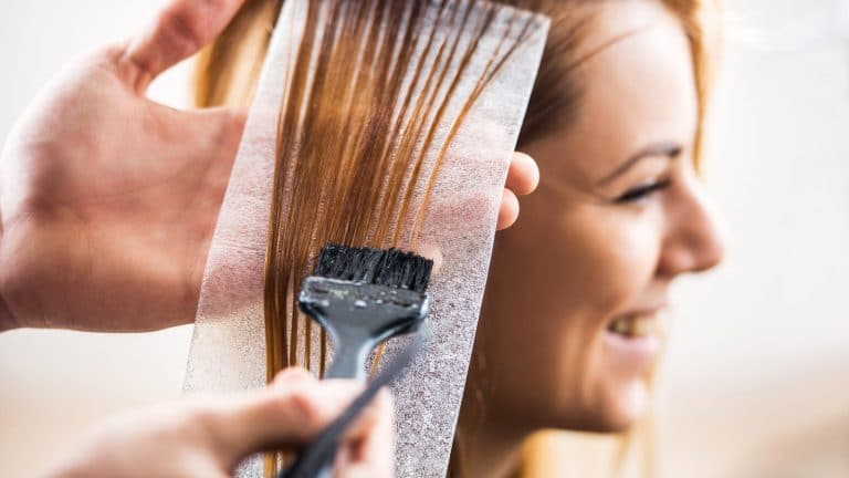 Read more about the article Grávida pode descolorir as pontas do cabelo?