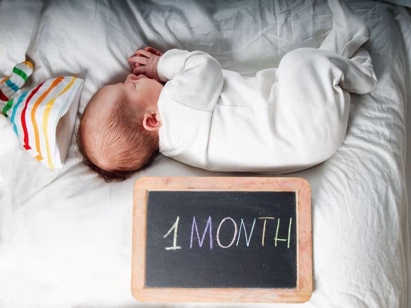 Muitas vezes Bebê com 1 mês AC27