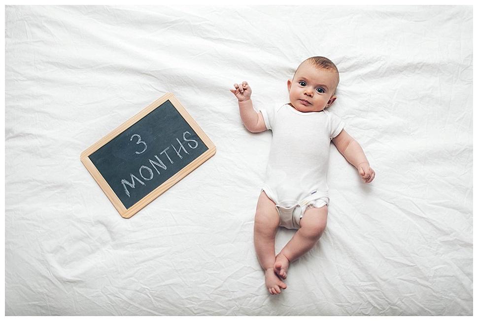 Bebê com 3 meses desenvolvimento