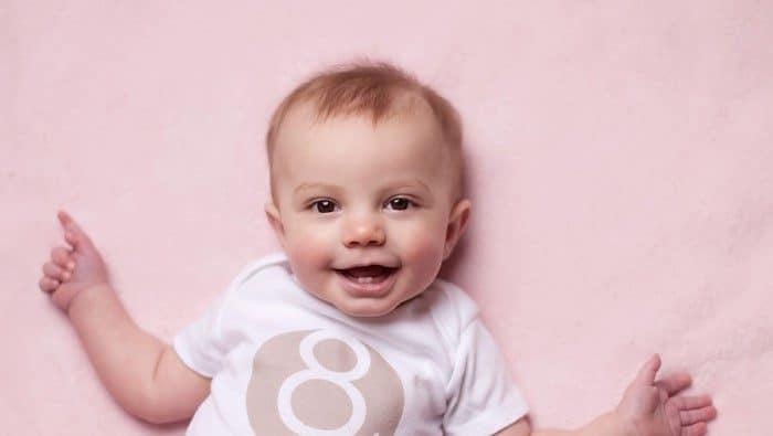 bebe de 8 meses o que faz
