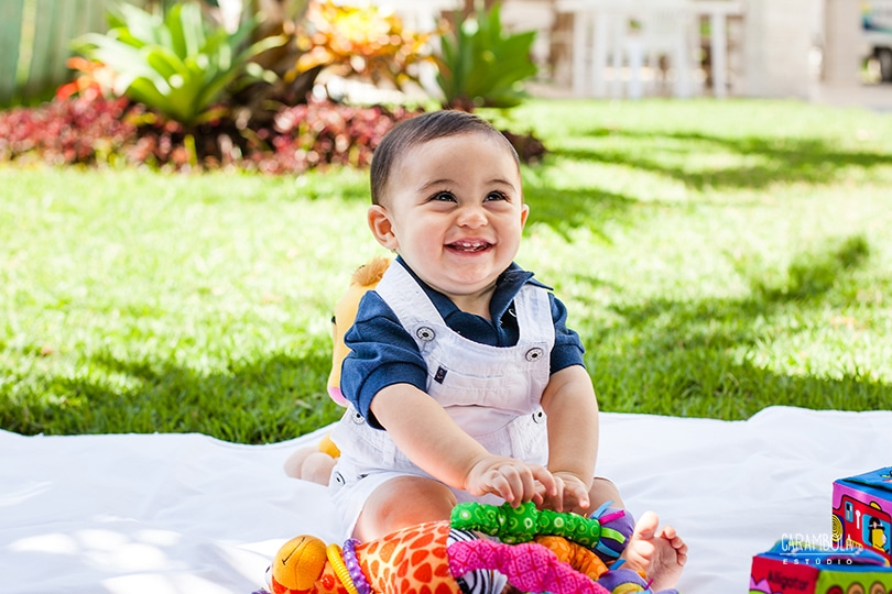 O que um bebê de seis meses consegue fazer