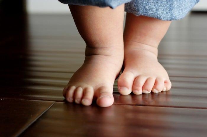 O que um bebê de dez meses consegue fazer?