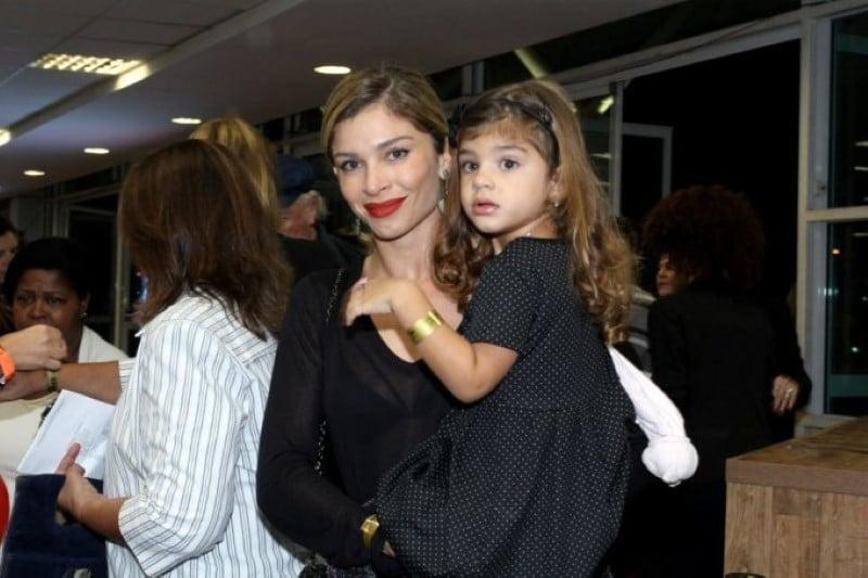 You are currently viewing Sofia, filha de Grazi Massafera e Cauã Reymond, impressiona por semelhança com a mãe