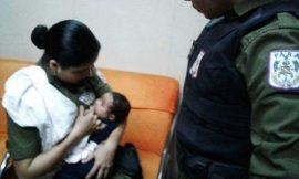 """PM amamenta bebê de suspeito durante abordagem policial: """"mãe é mãe"""""""