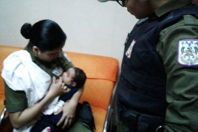 "Read more about the article PM amamenta bebê de suspeito durante abordagem policial: ""mãe é mãe"""