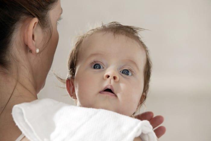 dicas para bebe arrotar