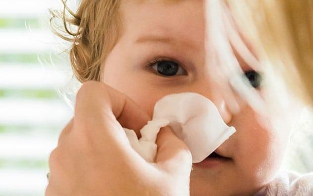como desentupir nariz de bebe com a boca