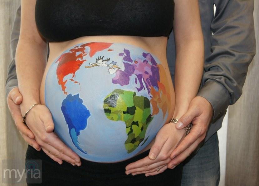 Desenhos criativos na barriga de gravida