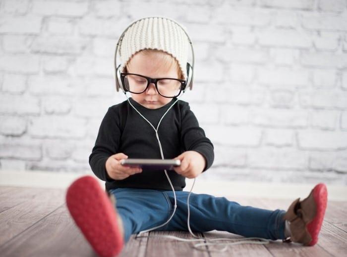 Read more about the article Geração Alpha: o que é e quais as características nesses novos bebês?