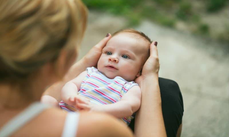 sonhar com bebê falando
