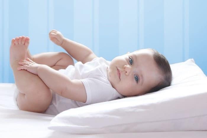 refluxo em beb o que e quais os sintomas. Black Bedroom Furniture Sets. Home Design Ideas