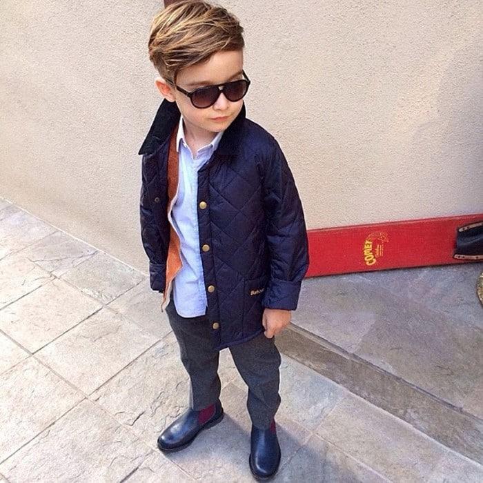 menino com muito estilo