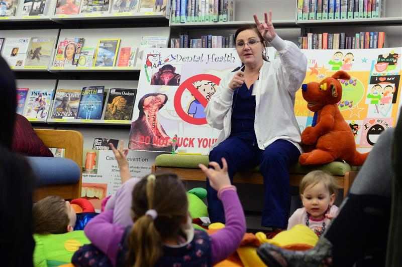 professora com crianças