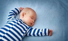 Bebê dormir de bruços: prejudica? veja os riscos e a posição ideal do sono