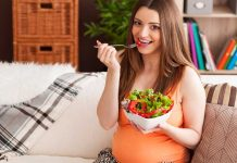 gravida comendo salada