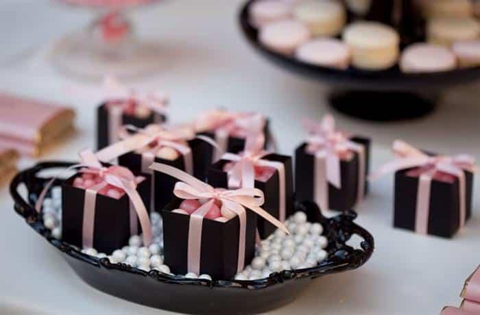 decoração chá de bebê menina preto e rosa