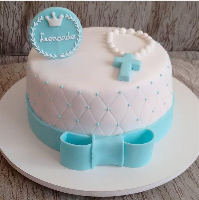 imagem de bolo de batizado com terço