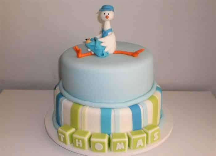 bolo decorado com cegonha