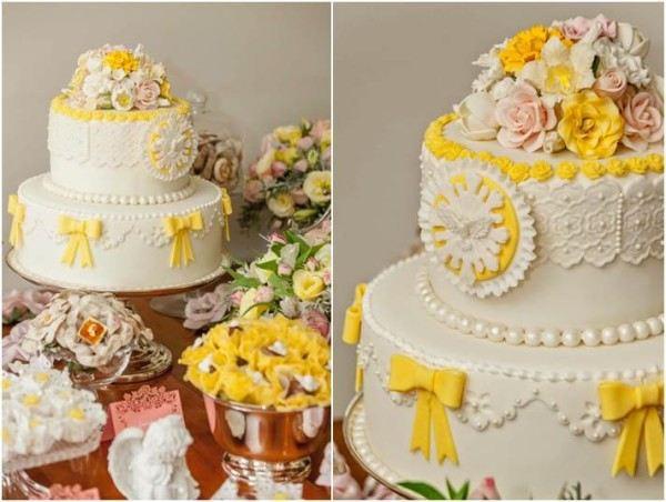 bolo de batizado branco com amarelo