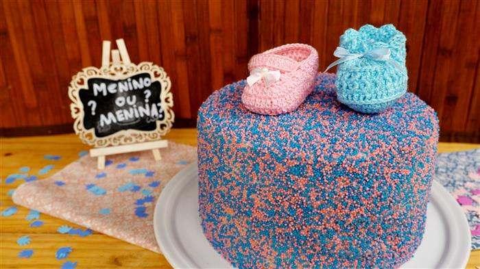 bolo decorado com confetes