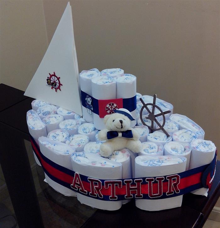 bolo de fraldas em formato de barco
