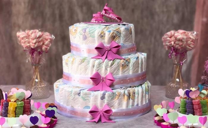 bolo de fraldas feminino