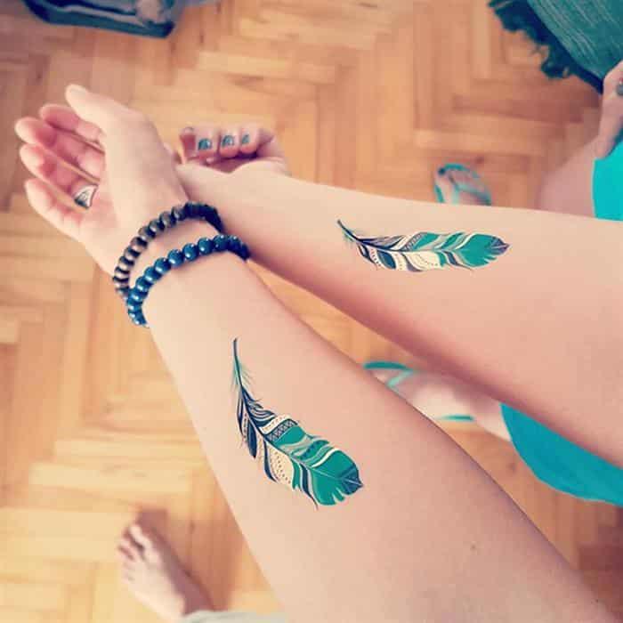 Tatuagens de mãe e filha delicadas
