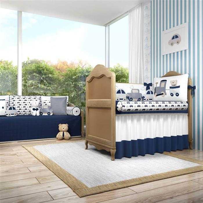 com papel de parede azul e branco