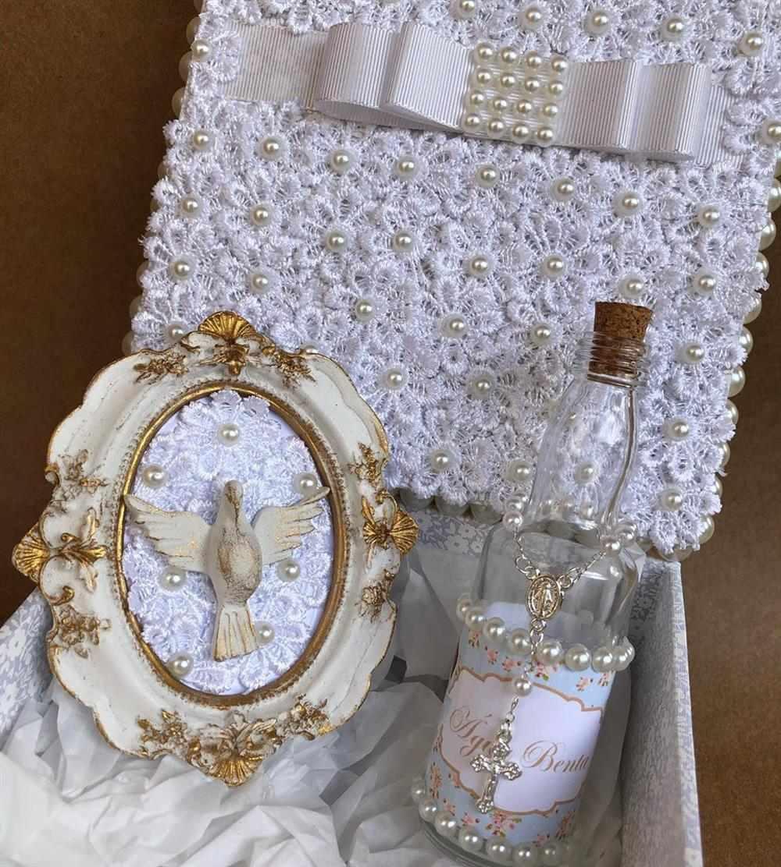 Caixa decorada com garrafa de agua benta