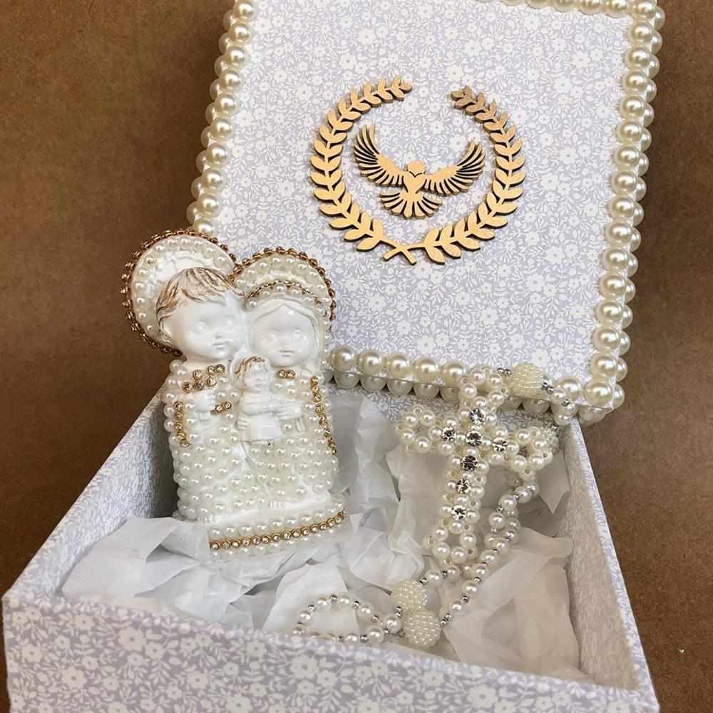 caixa decorada com sagrada família e terço