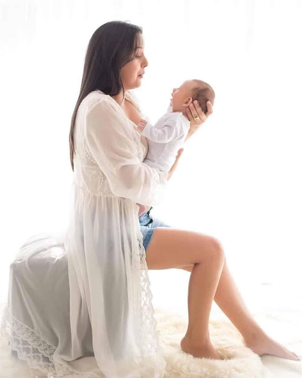foto mae com bebe no colo