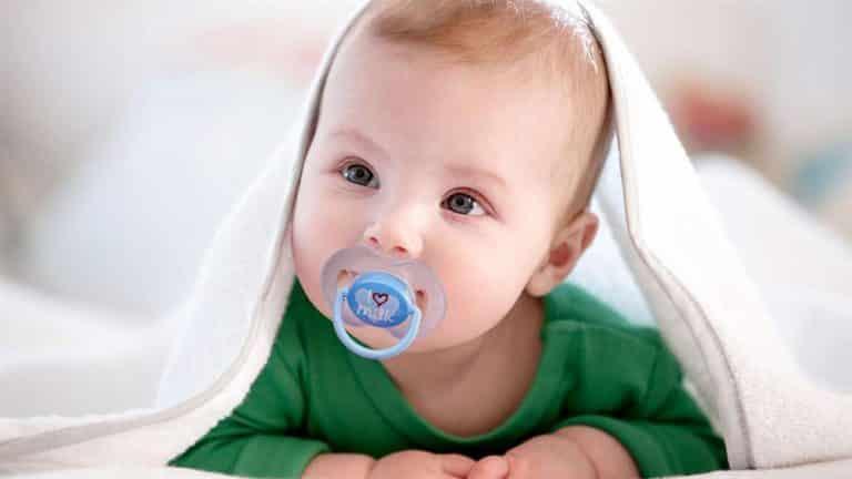 Read more about the article Chupeta Ortodôntica: benefícios e riscos para o recém-nascido