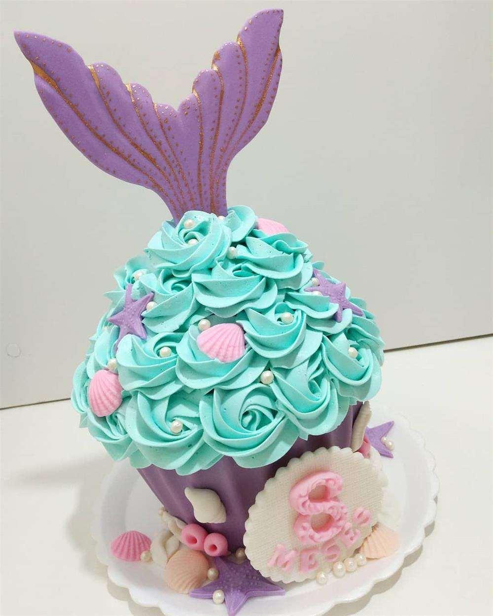 tema sereia em formato de cupcake