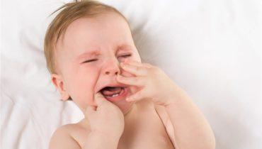 Quanto tempo dura os sintomas da primeira dentição infantil