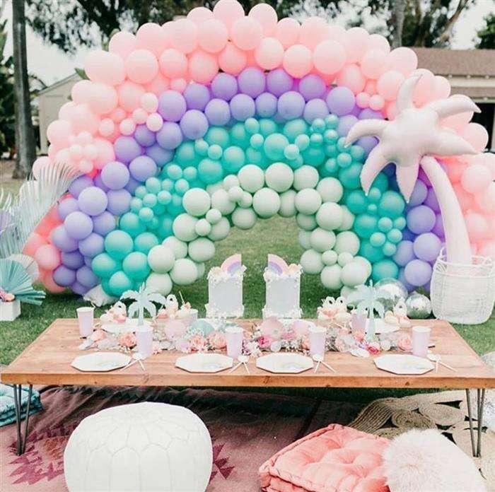 decoração com balões arco iris