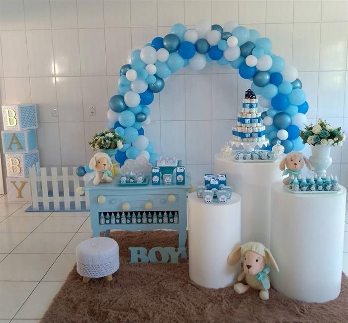 decoração com balões azul e branco
