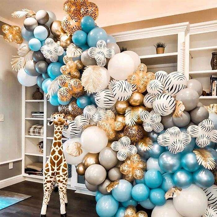 decoração com balões dourado e branco