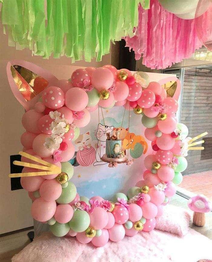 decoração com balões e fitilhos